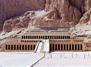 1024px-Il_tempio_di_Hatshepsut
